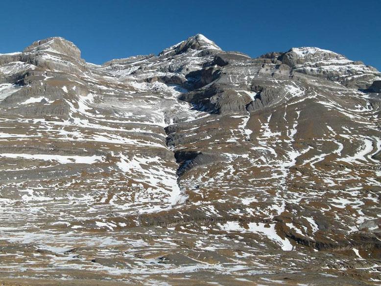 Las tres Soroes: Soum de Ramond, Monte Perdido y Cilindro. Foto gracias a Refugio de Góriz.