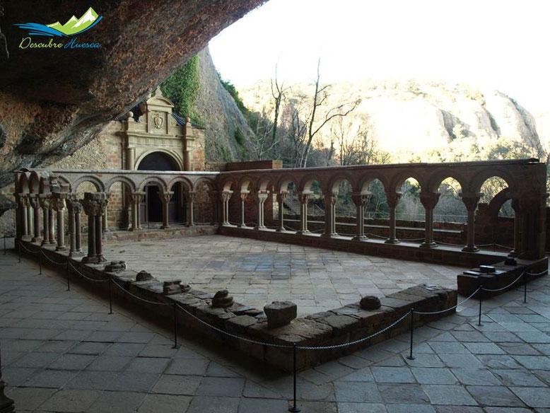 Claustro monasterio viejo San Juan de la Peña