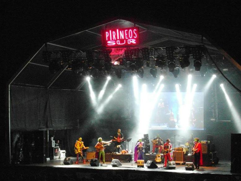 La Pandilla Voladora sobre el escenario. Foto: DescubreHuesca.com