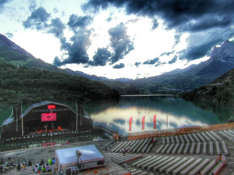 Gradas y escenario Pirineos Sur. Foto: DescubreHuesca.com