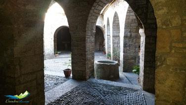 claustro iglesia ainsa