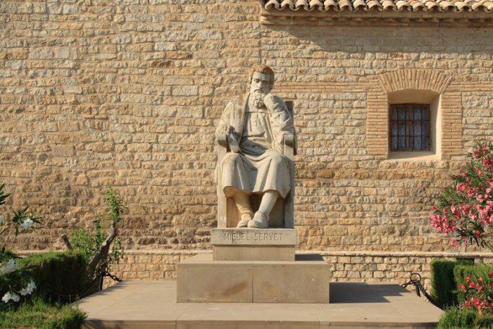 Estatua en Homenaje a Miguel Servet.