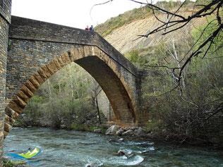 Puente acceso al conjunto del Monasterio de Santa María de Obarra